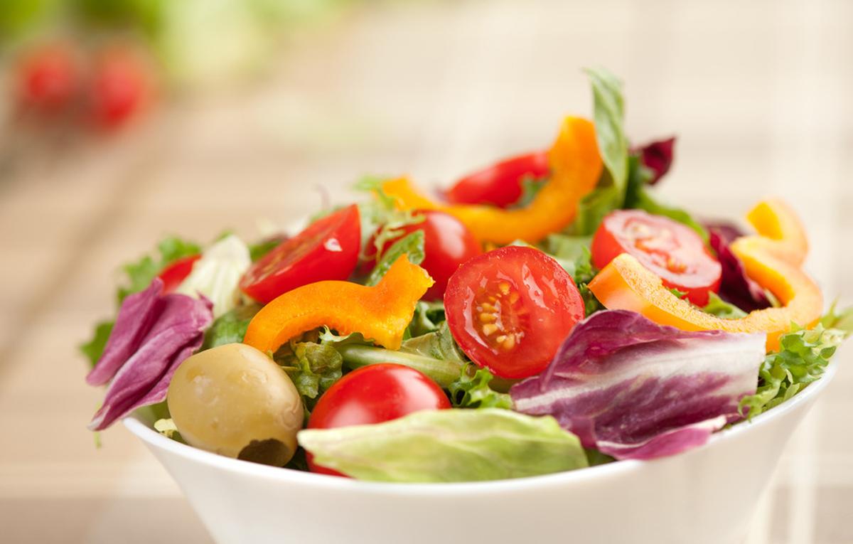 frisch zubereiteter Salat in der Pizzeria Hemsbach